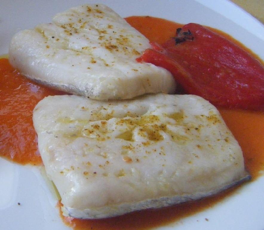 merluza en salsa de pimientos de piquillo